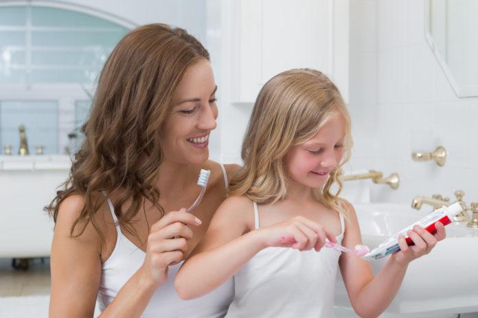 DM_il-dentista-moderno_Alcune-indicazioni-per-ligiene-orale-in-età-pediatrica-696x464